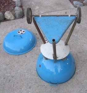 1956-57 Sky Blue kettle underside