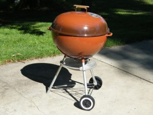 Late 1979 kettle with rolled edge ash pan.