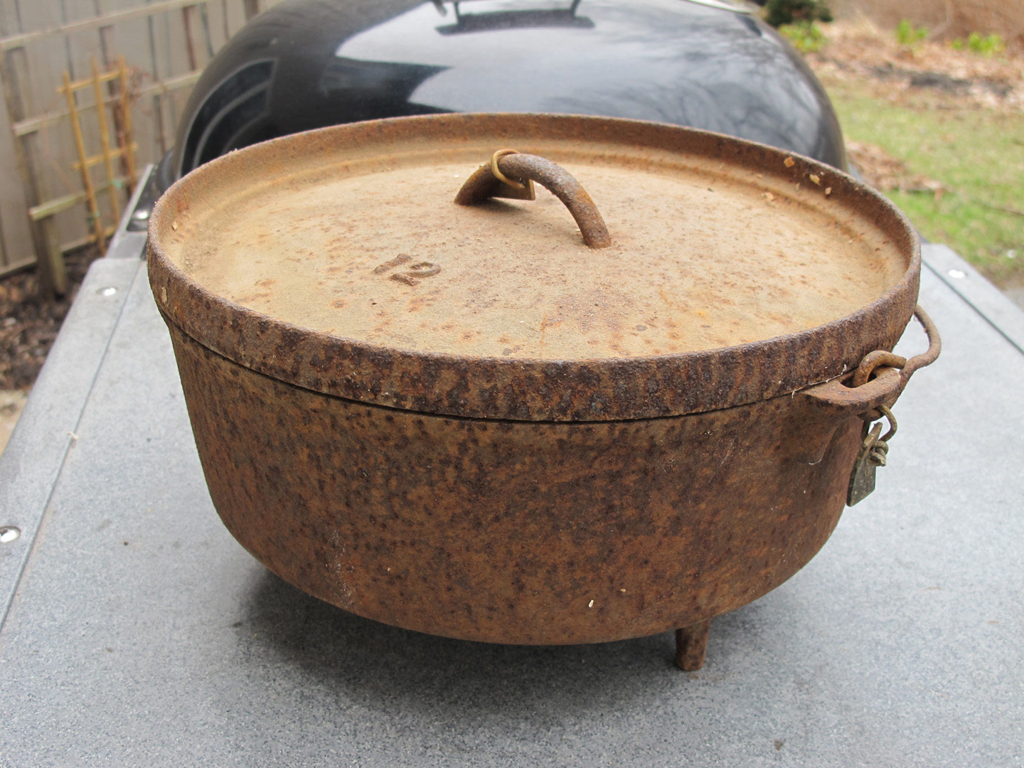 restoring a cast iron dutch oven using electrolysis weber kettle club. Black Bedroom Furniture Sets. Home Design Ideas