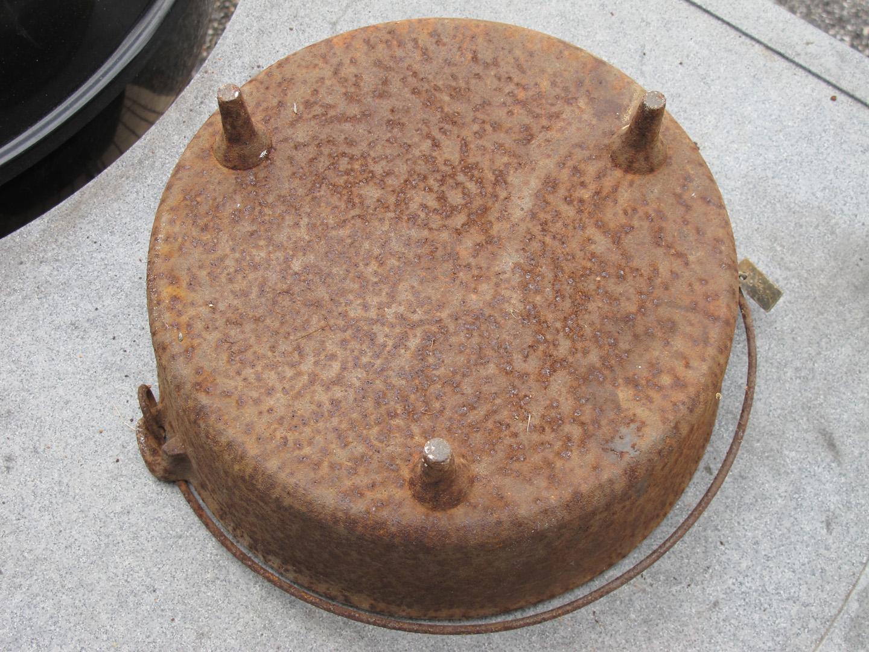 Restoring a Cast Iron Dutch Oven Using Electrolysis - Weber Kettle Club