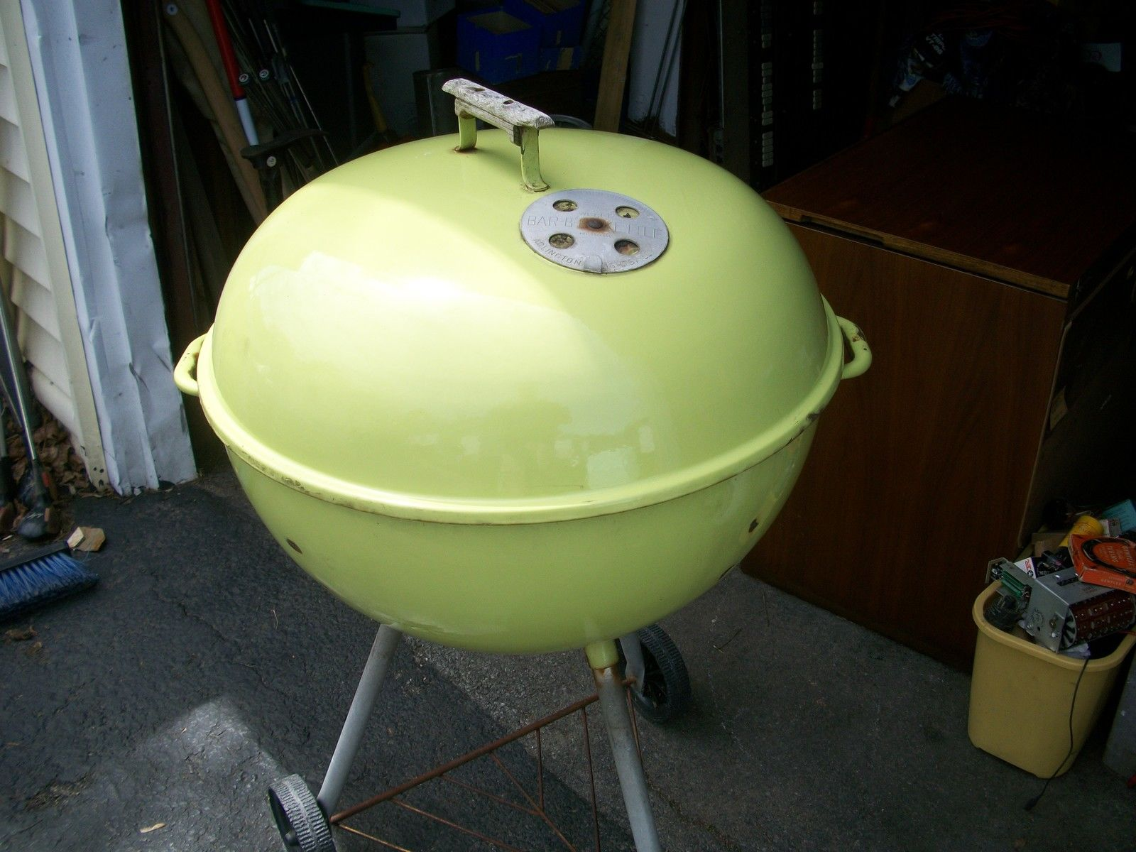 The finish of this Lime green weber looks to be in pretty good shape!